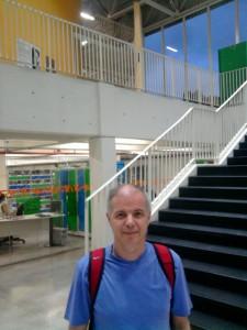 Atrás a biblioteca do CCJuve