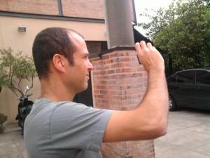 O diretor Ron Ofer na Rua Oscar Freire