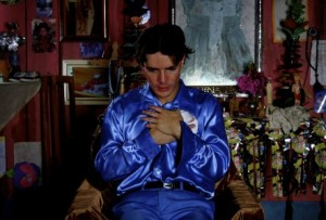 Daniel de Oliveira é Santinho o personagem principal do filme
