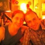 Caio Martingo e Ron Ofer já abrasileirado no jantar de despedida